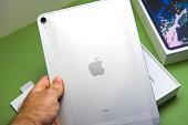 新しいアップルのコンピューター ipad のプロ