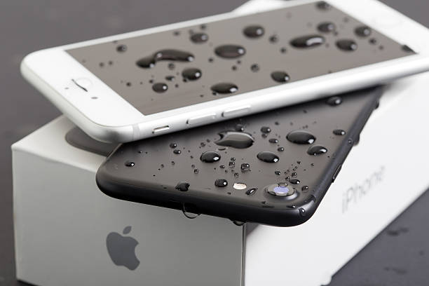 new apple iphone 7 water resistance - adapter apple stock-fotos und bilder