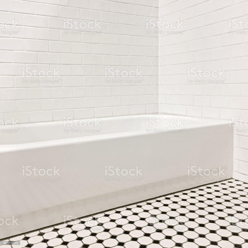 Neues Bad Mit Keramischen Fliesen Wande Und Boden Stock Fotografie