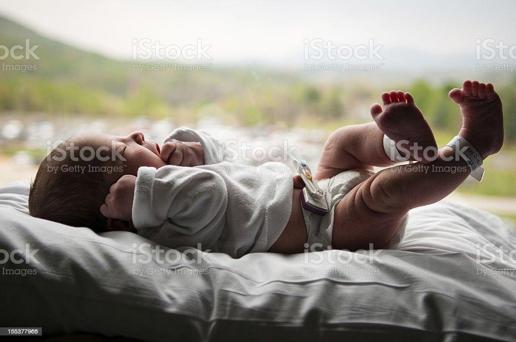 Neugeborenen Mädchen in anzeigen – Foto