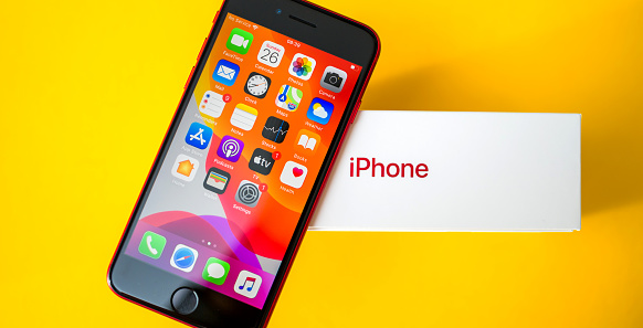 New budget iPhone SE smartphone by Apple Computers unboxing