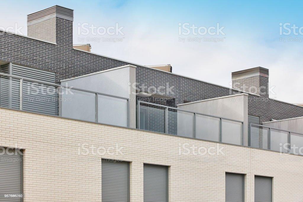 Edificio Nuevo áticos De Fachada Exterior Con Terraza
