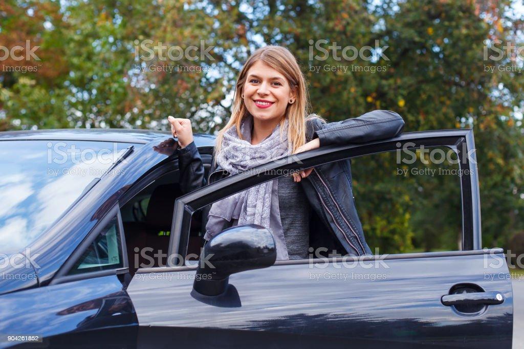 Neues Auto in der Stadt – Foto