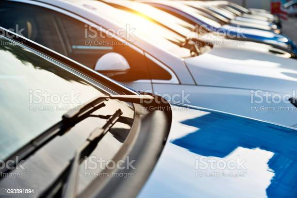 New cars parking at dealership picture id1093891894?b=1&k=6&m=1093891894&s=612x612&h=6 wk7vldlwxyo8nexyod a fjznkyrlrgclrf3yspwa=