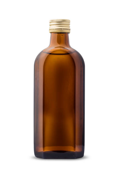 neu, sauber, leere glasflasche von dunkler farbe auf weißem hintergrund, mit einem platz für ihr design - braunglasflaschen stock-fotos und bilder