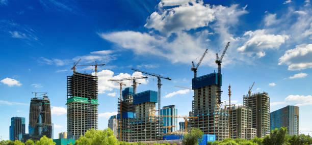 nieuwe bouwplaats, toren kraan - toren bouwwerk stockfoto's en -beelden