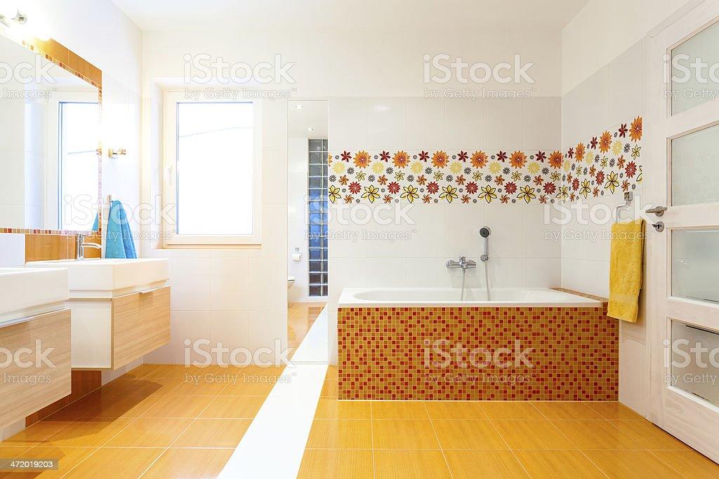 Piastrelle Bagno Arancione.Nuovo Moderno Bagno Con Piastrelle Arancione Fotografie