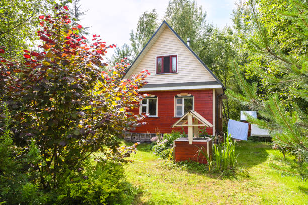 new cottage and well on backyard in village new cottage and well on backyard in russian village in sunny summer day russian dacha stock pictures, royalty-free photos & images