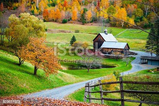 New england fattoria di campagna in autunno paesaggio for Aprire piani di fattoria