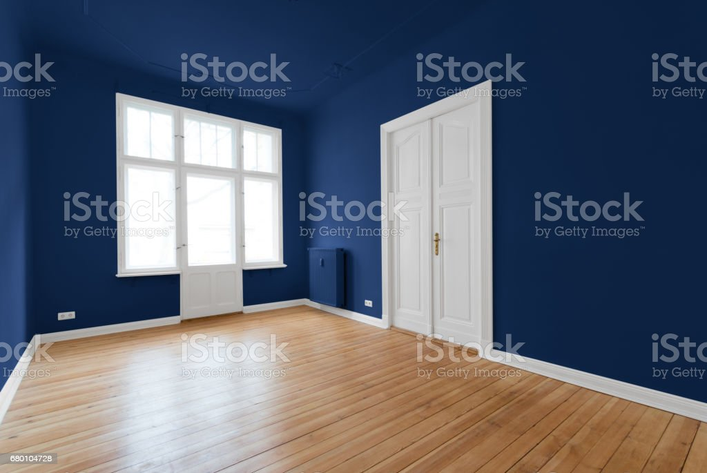 new flat in old building - renovated room – Foto