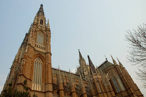 Neue gotischen Kathedrale in der Dämmerung – Foto
