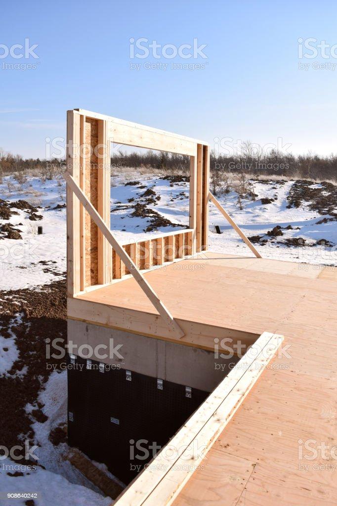 Fotografía de Nueva Casa En Construcción En Invierno Con Estructura ...