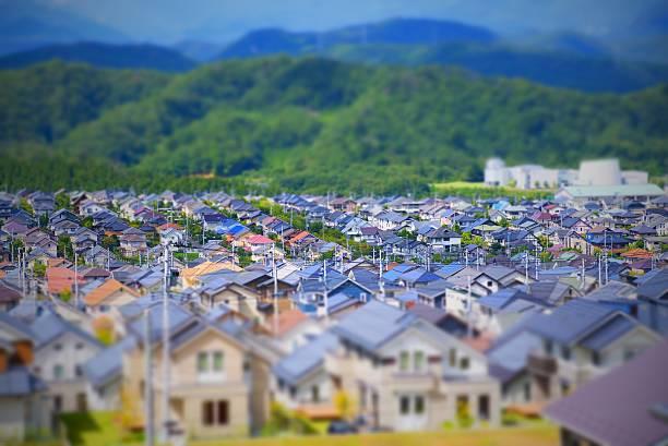 new house in suburb /tilt-shift - solarstrom stock-fotos und bilder