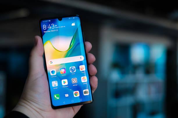 new huawei p30 pro smartphone - huawei foto e immagini stock
