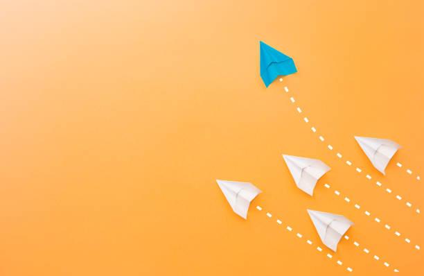neue ideen kreativität und unterschiedliche innovative lösung. - scyther5 stock-fotos und bilder