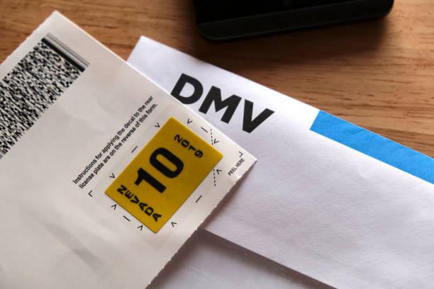 neues nummernschild aufkleber tag post - führerschein stock-fotos und bilder