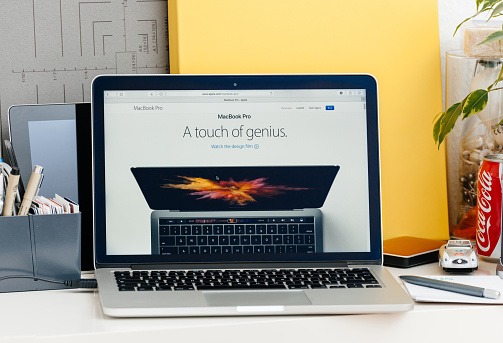 istock New MacBook Pro retina touch bar a touch of genius 640213100