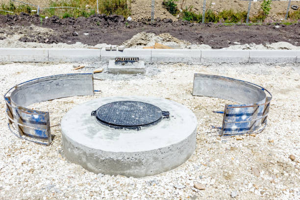 """New manhole Zrenjanin, Vojvodina, Serbia – July 28, 2015: View on new manhole with disassembled demountable the metal mold in the large complex shopping mall """"AVIV PARK"""" in Zrenjanin city. disjointed stock pictures, royalty-free photos & images"""
