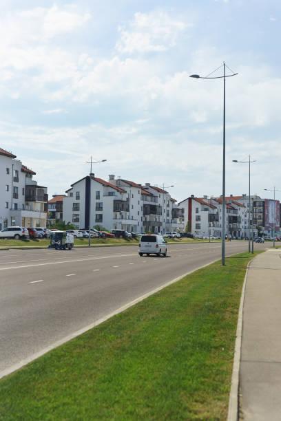 Nouveau quartier d'immeubles bas dans la plaine d'Iméréthie de la ville du Sud - Photo