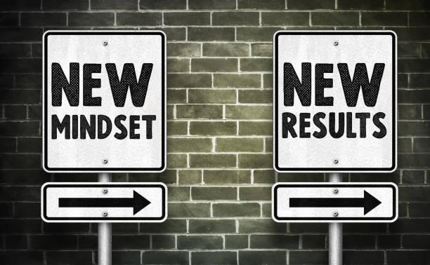 new mindset and new results - road sign message - postawa zdjęcia i obrazy z banku zdjęć