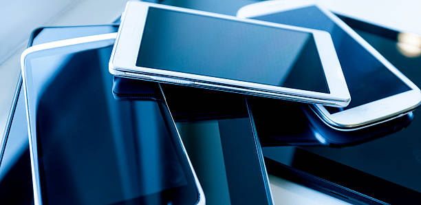 新しい携帯電話、大画面 - 沢山の物 ストックフォトと画像