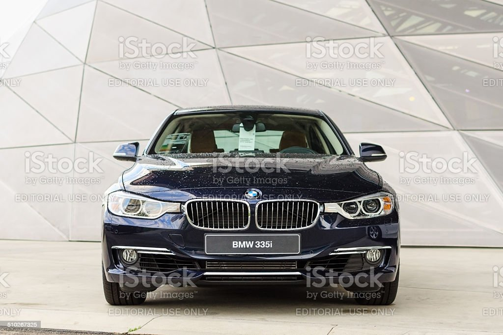 Nuevo modelo de potente BMW 335i moderna de coche de prestigio - foto de stock