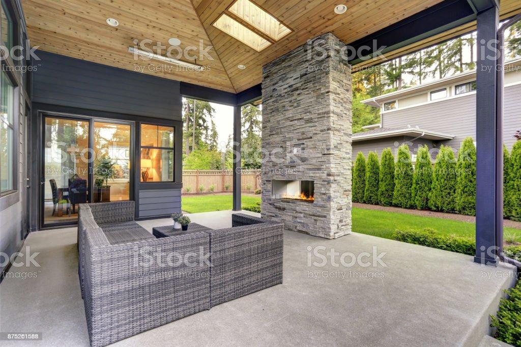 Neue Moderne Haus Verfügt Über Einen Garten Mit Terrasse Stockfoto ...
