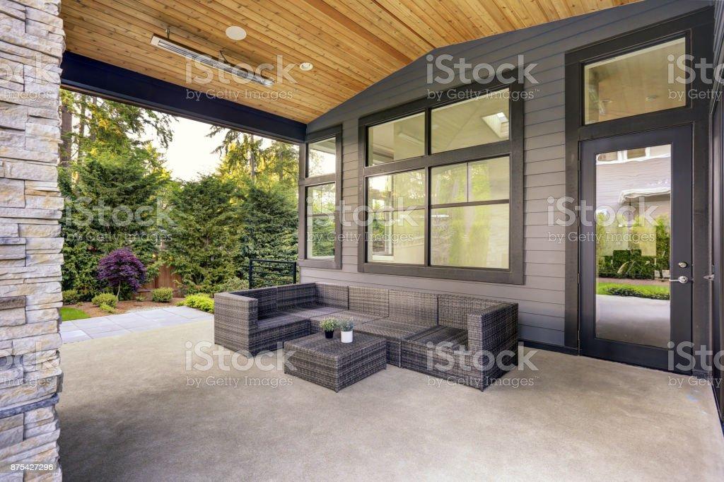 Neue Moderne Haus Verfügt Über Einen Garten Mit Terrasse ...