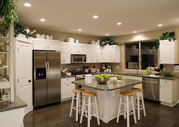 neue moderne küche home interior - laminatschränke stock-fotos und bilder