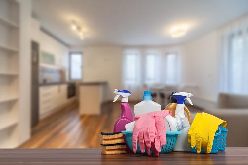 新的現代客廳與廚房新家室內攝影木地板 照片檔及更多 一組物體 照片