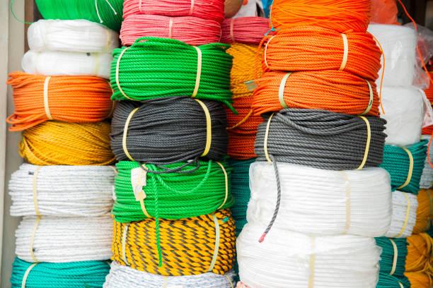 neue multi color twisted geflecht polypropylen seil spool - polypropylen stock-fotos und bilder