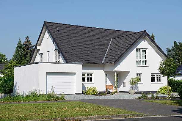New  one family house with garage Classic familiy house with a garage. detached house stock pictures, royalty-free photos & images