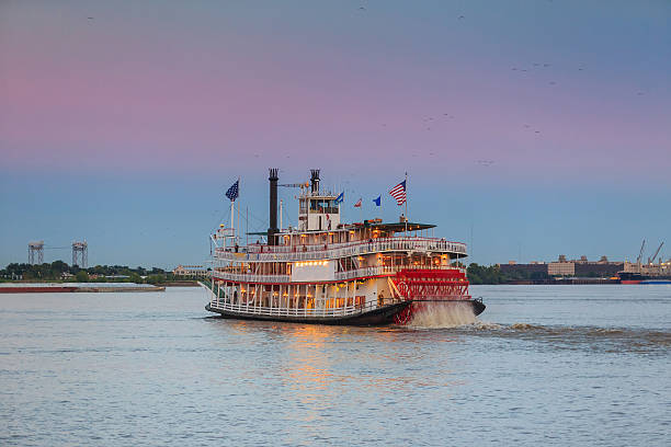 new orleans paddle steamer in mississippi river in new orleans - embarcação comercial imagens e fotografias de stock