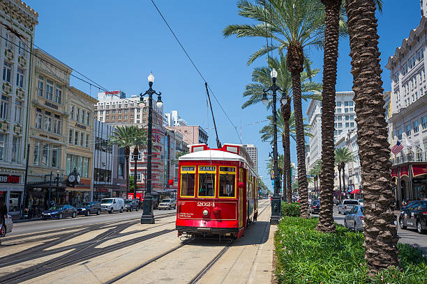 new orleans streetcar line at downtown new orleans - tram stockfoto's en -beelden