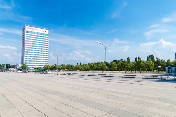 neuer lustgarten, stadtplatz platz mit hotel mercure. - hotel potsdam stock-fotos und bilder