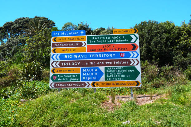 neues plymouth road sign - neuseeland kunst stock-fotos und bilder