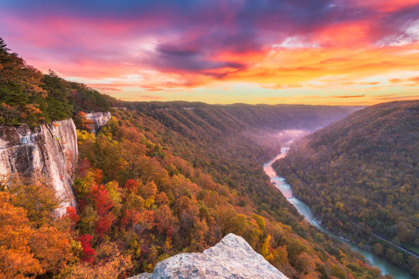 New River Gorge, West Virginia, USA New River Gorge, West Virginia, USA autumn morning landscape at the Endless Wall. appalachian trail stock pictures, royalty-free photos & images