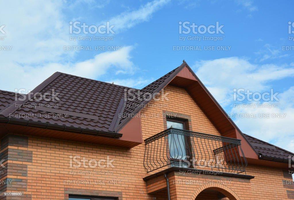 Dachneubau Mit Dachgeschoss Balkon Regen Rinnensystem Dachfenster