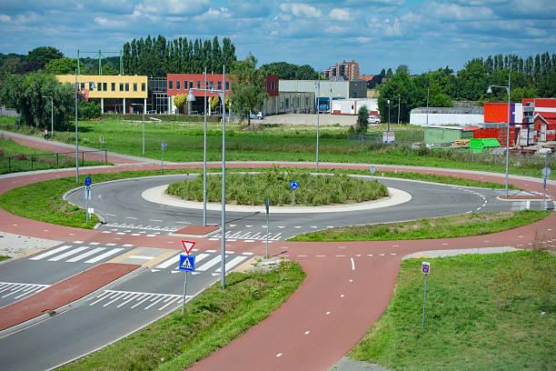 neue kreisverkehr. - kreisverkehr stock-fotos und bilder