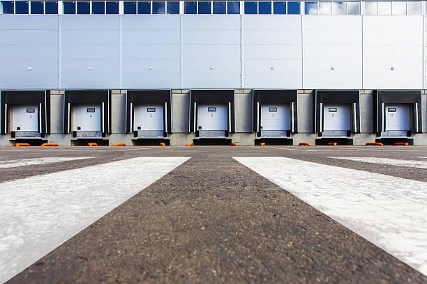 new storage entrances - 工業建築物 個照片及圖片檔