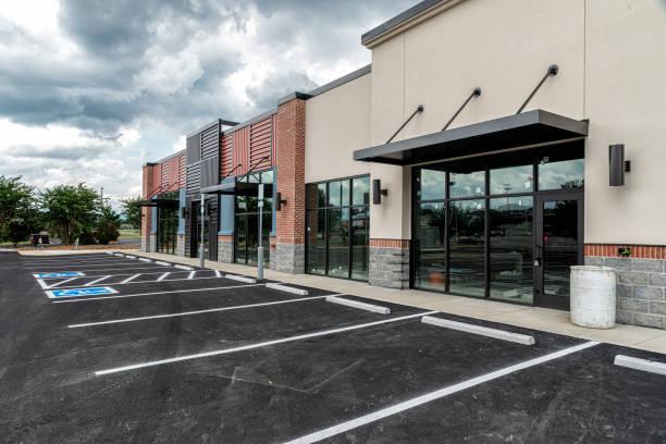 Neues Strip Shopping Center kurz vor der Fertigstellung – Foto