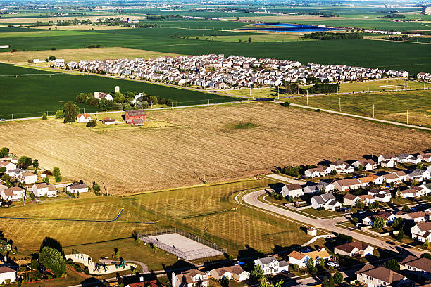 new subdivisions on northern illinois farmland - urban sprawl stock photos and pictures