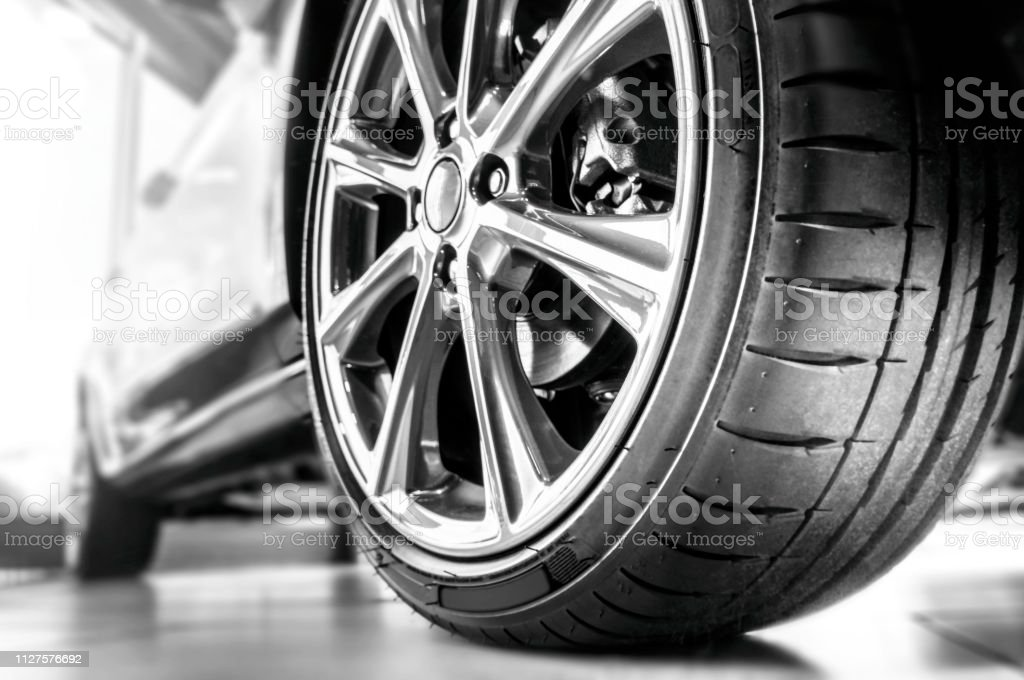 Neue Reifen und Felge – Foto