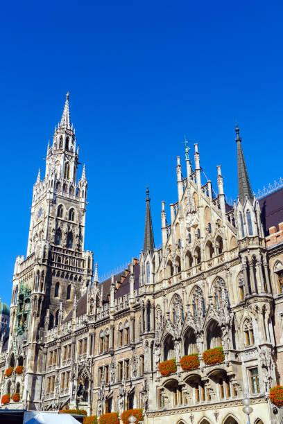 nya stadshuset (neues rathaus) på marienplatz i münchen - münchens nya rådhus bildbanksfoton och bilder