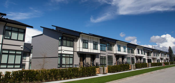 New townhouse complex. brand new houses just after construction on real estate market New townhouse complex. brand new houses just after construction on real estate market townhouse stock pictures, royalty-free photos & images