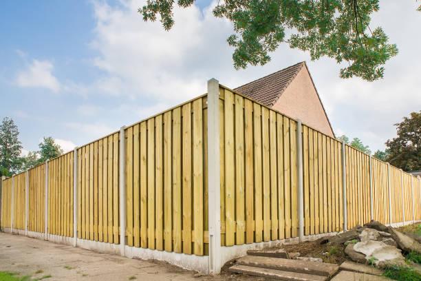 new wooden fence at garden of house - staccionata foto e immagini stock