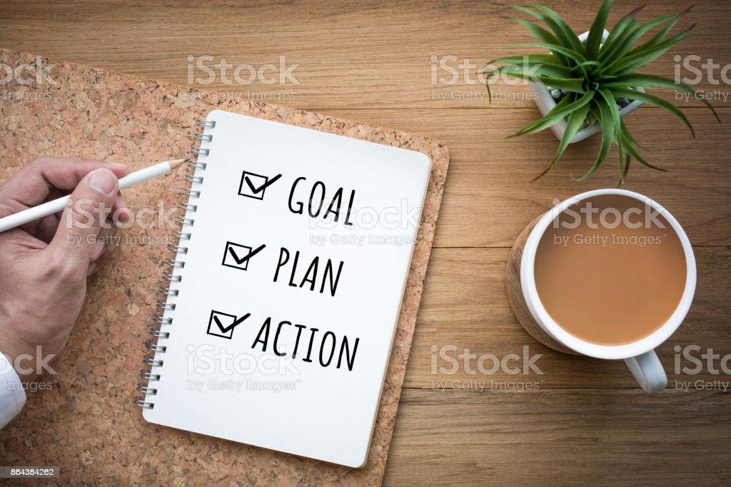 Año nuevo 2018 meta, plan, acción texto en Bloc de notas. foto de stock libre de derechos