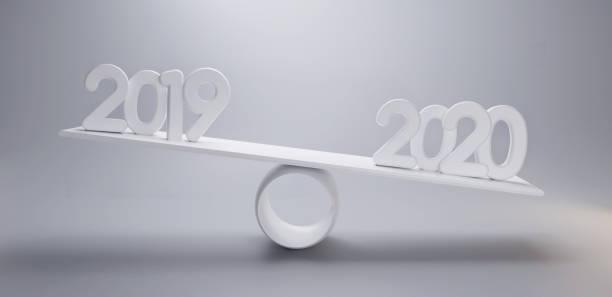 neues Jahr 2019 2020 auf einer Skala 3d-Illustration hellgrau Hintergrund – Foto