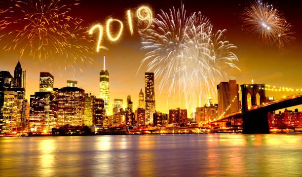 neue jahr 2019 feuerwerk feiern in new york city - new york new year stock-fotos und bilder