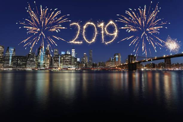 neue jahr 2019 feuerwerk - new york new year stock-fotos und bilder